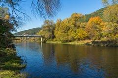 Autumn Landscape van Iskar-Rivier dichtbij Pancharevo-meer, Bulgarije stock foto