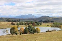 Autumn Lansdcape y lago imágenes de archivo libres de regalías