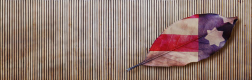 Autumn Leaf And Bamboo Background flagga Arkivfoton