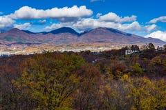 Autumn Leaves och Mt Asama royaltyfri fotografi