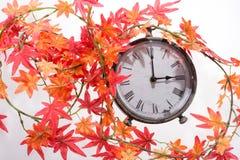 Autumn Leaves och Retro klocka Fotografering för Bildbyråer