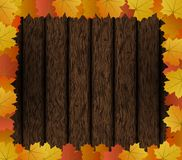 Autumn Maple Leaves Frame sur le fond en bois Image stock