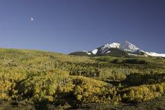 Autumn Moon Over Chair Mountain- und McClure-Durchlauf Stockfotografie
