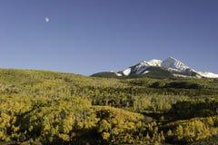 Autumn Moon Over Chair Mountain- und McClure-Durchlauf Lizenzfreie Stockfotos