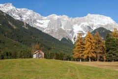 Autumn Mountain Landscape av den Mieming platån, Österrike, Tyrol Arkivbild