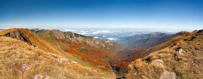 Autumn mountain landscape in sunny morning Royalty Free Stock Photos