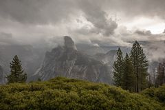 Autumn Mountain View in Yosemite Nationalpark lizenzfreies stockfoto