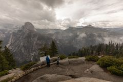 Autumn Mountain View in Yosemite Nationalpark stockfotos