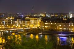 Autumn Night Prague City avec avec ses bâtiments, tours, cathédrales et ponts, République Tchèque photographie stock