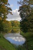 Autumn Park und Teich Stockfotografie