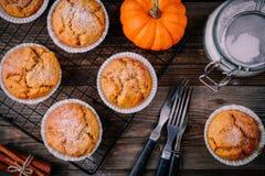 Autumn Pumpkin Muffins caseiro Imagem de Stock