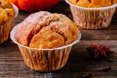 Autumn Pumpkin Muffins fait maison photos stock