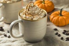 Autumn Pumpkin Spice Latte Coffee dolce fotografie stock libere da diritti