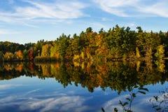 Autumn Reflection en Mont St. Bruno National Park Fotografía de archivo libre de regalías