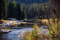 Autumn River Lizenzfreie Stockbilder