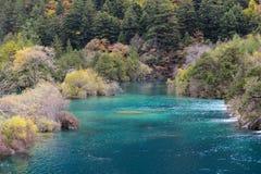 Autumn River di Jiuzhaigou, porcellana Fotografie Stock Libere da Diritti
