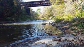Autumn River Flowing With Bridge en el fondo almacen de video