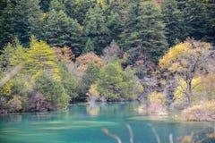 Autumn River von Jiuzhaigou, Porzellan Lizenzfreie Stockfotos