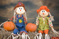 Autumn scarecrow couple Royalty Free Stock Photos