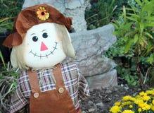 Autumn Scarecrow dans le jardin Image stock