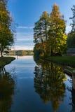 Autumn See in der untergehenden Sonne Lizenzfreies Stockfoto