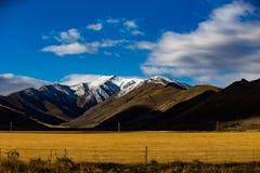 Autumn Snow Mountains inNew Själland arkivbild