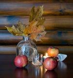 Autumn Still Life con las manzanas Fotografía de archivo
