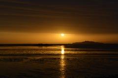 Autumn Sunrise über Strand und Meer Stockbild