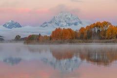 Autumn Sunrise Reflection fotos de stock