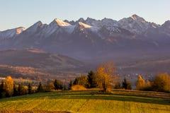 Autumn Tatra bergsolnedgång Arkivfoto