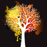Autumn Tree With Falling Leaves sur le fond blanc Conception élégante avec l'espace des textes et des couleurs équilibrées idéale Image libre de droits