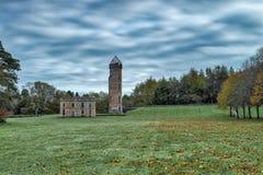 Autumn Trees et et le château antique ruine Irvine Scotland images stock