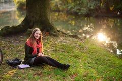 autumn trees walkway 免版税图库摄影