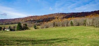 Autumn View dalla montagna dell'insenatura di Johns - 2 fotografia stock libera da diritti