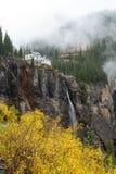 Autumn View de quedas nupciais do véu - vertical Imagens de Stock Royalty Free