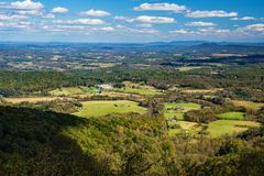 Autumn View des Piemont-Tales - 2 stockbilder