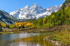 Maroon Bells and Lake Royalty Free Stock Images