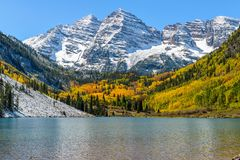 Maroon Lake. Autumn view of Maroon Lake, with snow coated Maroon Bells rising high in background, Aspen, Colorado, USA Stock Photo