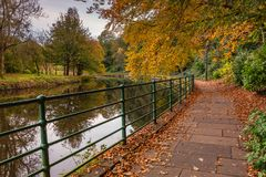 Autumn Walk ao longo do rio Wansbeck Fotos de Stock