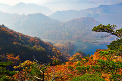 The autumnal hills and lake scenery Royalty Free Stock Photos