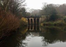 Autumny-Brücke stockfotografie
