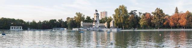 Autunno al parco di Retiro, Madrid (EL Retiro di Parque) Fotografia Stock Libera da Diritti