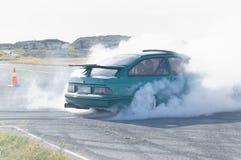 Autunno che corre automobile modificata che va alla deriva in Norvegia Immagini Stock Libere da Diritti