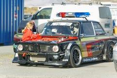 Autunno che corre automobile modificata che va alla deriva in Norvegia Immagini Stock