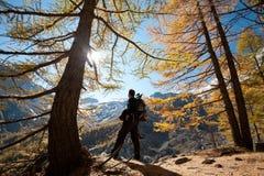 Autunno che fa un'escursione in Svizzera Immagini Stock Libere da Diritti
