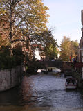 Autunno dal canale, Bruges. Immagine Stock