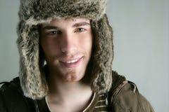 Autunno di colore marrone del giovane del cappello di modo di inverno della pelliccia Immagini Stock