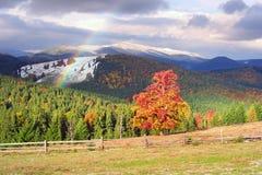 Autunno ed inverno nelle montagne Fotografia Stock