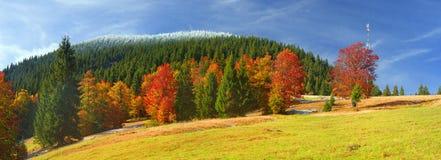 Autunno ed inverno nelle montagne Fotografia Stock Libera da Diritti