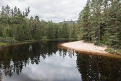 Autunno nel lago della montagna fotografie stock